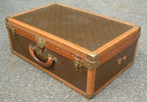 Vintage luggage - mylusciouslife.com - louis_vuitton_trunk.jpg