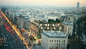 Christmas in Paris- mylusciouslife.com - paris-france-streets-in-christmas.jpg