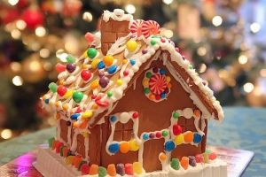 Merry Christmas from Luscious - mylusciouslife.com - gingerbread house1.jpg