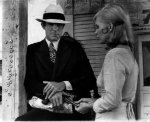 bonnie-and-clyde-gun - warren beatty faye dunaway costumes.jpg