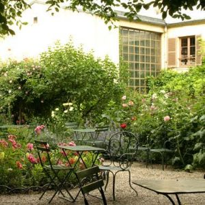 Green colour inspiration - myLusciousLife.com - musee-vie-romantique courtyard.jpg