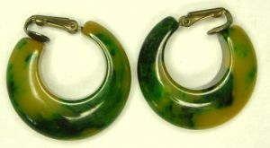 The colour green - myLusciousLife.com - bakelite earrings.jpg