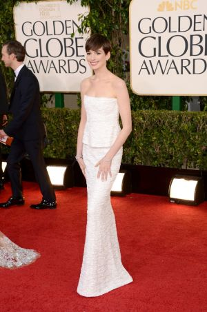 Anne Hathaway in Chanel - Golden Globes 2013