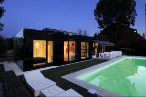 Modular-House-in-Madrid-Spain-exterior-building-and-swimming-pool.jpg