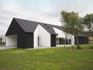 sinus house black and white exterior - mylusciouslife.com.jpg