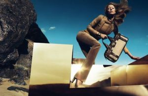 Gucci Campaign Desert Hot fall 2010.jpg