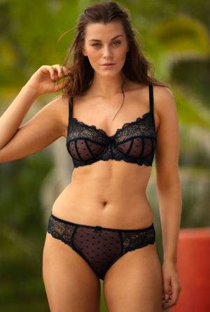 Lingerie and swimwear for curvy girls - Laura Catterall photos.jpg