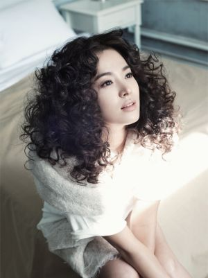 Song Hye Kyo - high cut.jpg