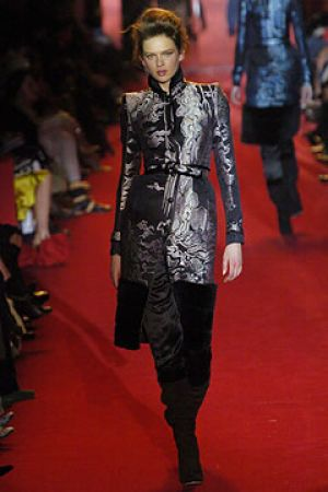 Fall 2004 Yves Saint Laurent Rive Gauche,under Tom Ford3.jpg