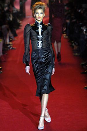 Fall 2004 Yves Saint Laurent Rive Gauche,under Tom Ford8.jpg