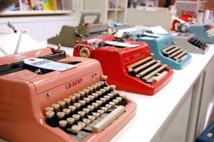Pictures of Luscious red - typewriters.jpg
