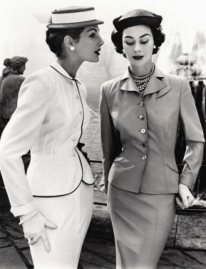 John French - Fiona Campbell-Walter and Anne Gunning in tailored suits - London 1953 - mylusciouslife.com.JPG