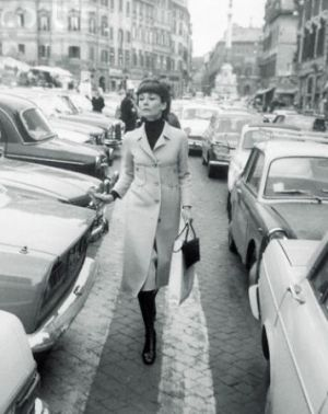 Audrey Hepburn - in pale coat - shopping in Rome 1971.JPG