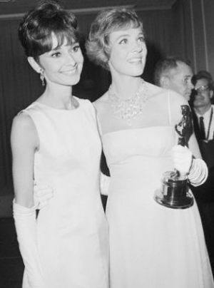 Audrey Hepburn and Julie Andrews with Oscar 1965.JPG