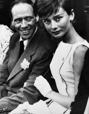 Audrey Hepburn and Mel Ferrer at Bullfight in Madrid 1955.JPG