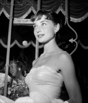 Audrey Hepburn attending a Premiere of Roman Holiday.JPG