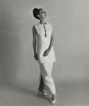 Audrey Hepburn in Givenchy tunic and skirt 1964.JPG