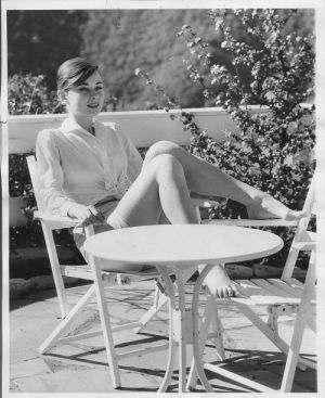 Pictures of Audrey Hepburn - all that matters is being happy - Audrey Hepburn.jpg