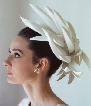 Pictures of Audrey Hepburn - audrey-hepburn with fabulous hat.jpg