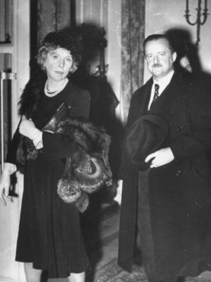 ambassador-alfred-duff-cooper-and-lady-diana-leaving-the-russian-embassy-after-the-party.jpg